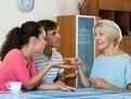 4 motive pentru care tinerele cupluri ar trebui sa aiba propriul apartament, nu sa locuiasca cu socrii lor