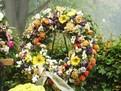 Ce semnificatie au florile aduse la o inmormantare?