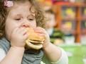 obezitatea la copii, copii grasi, copii mancaciosi, cum sa inveti un copil sa manance sanatos, junkfood, mancarea fast-food este periculoasa pentru copii, obezitatea copiilor