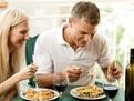 Obiceiuri romantice pentru viata de cuplu, tandretea intre soti, romantismul intre soti, sfaturi pentru cupluri, cum sa pastrezi romantismul in casnicie