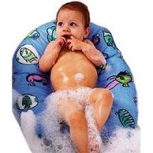 baia bebeluslui, ulei pentru bebelus, produse pentru bebelus, cum se spala un bebe, cum se curata un bebelus, cum se sterge pielea bebelusului