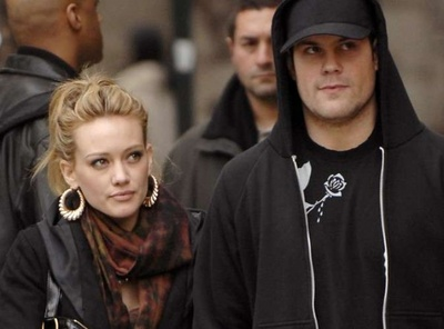 hilary_duff__mike_comrie_divort_400